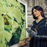 Une femme robot en train de peintre un tableau