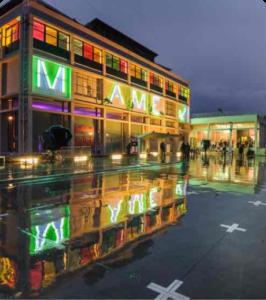 Photo du bâtiment Mame de Tours qui représente l'adresse de l'agence à Tours
