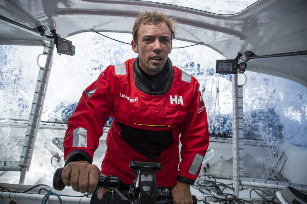 Thomas Ruyant en train de naviguer