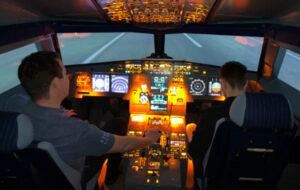 Soirée La mobilery. Des collaborateurs dans le cock pit d'un airbus pour jouer au simulateur de vol